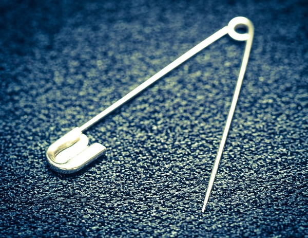 11 Crazy Survival Uses for Safety Pins