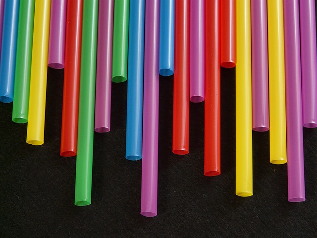 6 Weird But Useful Survival Uses for Drinking Straws
